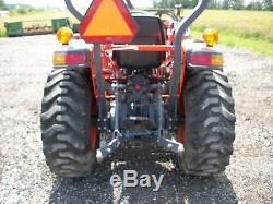 2014 Kubota L3200 tractor with Front loader, 4WD, Hydro, 32HP Diesel, 134 hours
