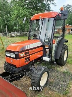 Farm tractor compact. Same lamborghini salaris 35