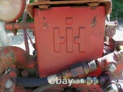 Farmall 300 tractor wide-front 1953 Good condition Bobtach loader with bucket