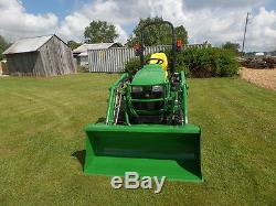 JOHN DEERE 1025R 4WD TRACTOR LOADER BACKHOE HYDRO 2014 With 80HRS MINT
