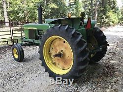 John Deere 2520 Farm Tractor. Super Nice Tractor. Fancy Barn Kept Tractor